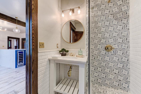 Modern Farmhouse Small Bathroom Design