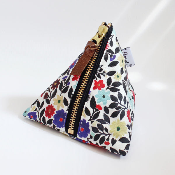 Triangle Zipper Pouch, Gemma, black