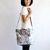 Lola tote, Raining leaves