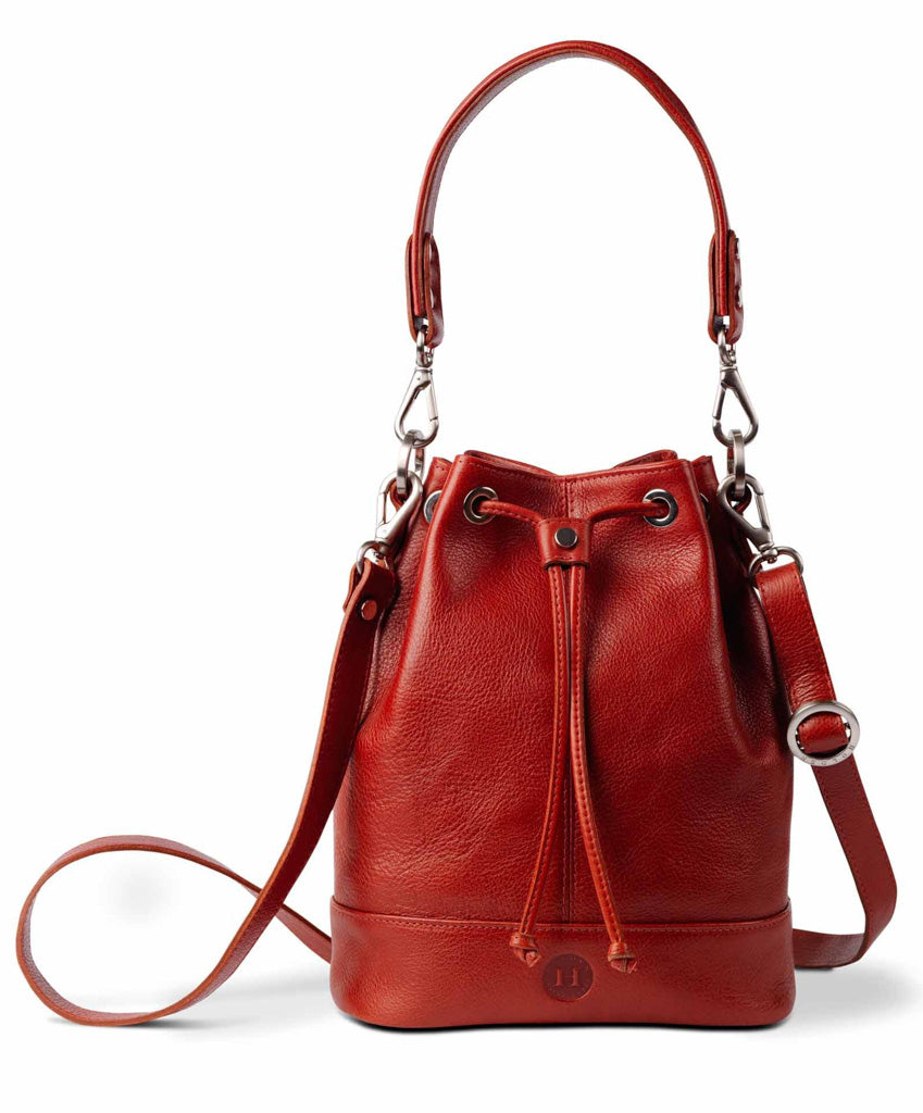 All our products are made with Italian full grain leather.