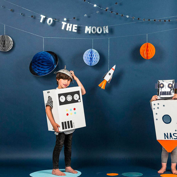 To the moon - robot platos - Miss Coppelia