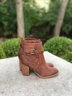 Carlie Booties with Stacked Heel - Barefoot Dreamer