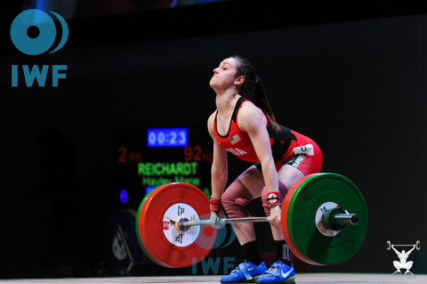 Haley Reichardt attempts to lift 92 kg.
