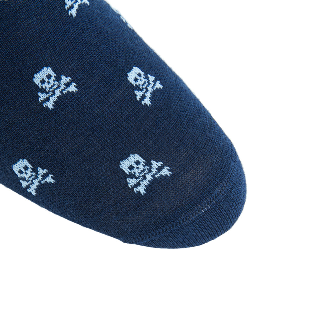 linked-toe navy with sky blue skull and crossbones wool