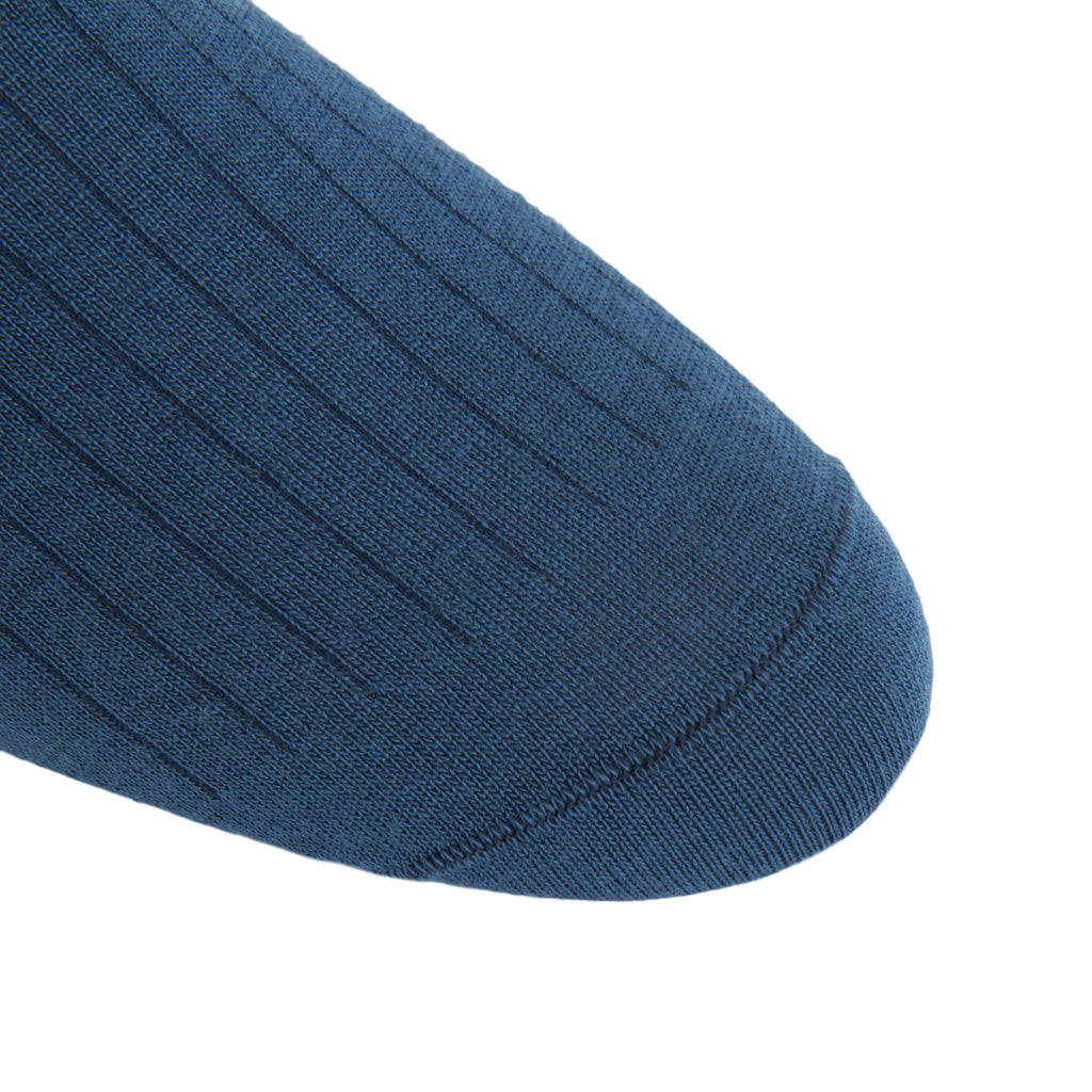 linked-toe bay blue wool sock