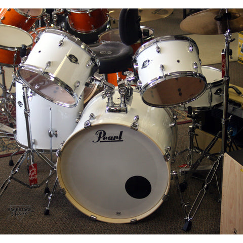 "Pearl Export Kit in Pure White; 22"" Bass, Five Piece Kit"