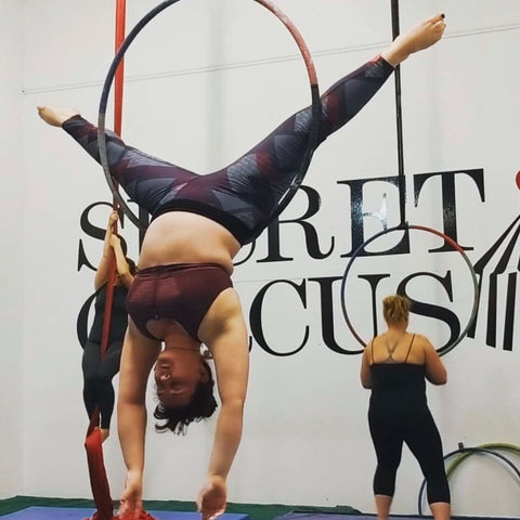 curvy aerialist photo by @a_silent_woman
