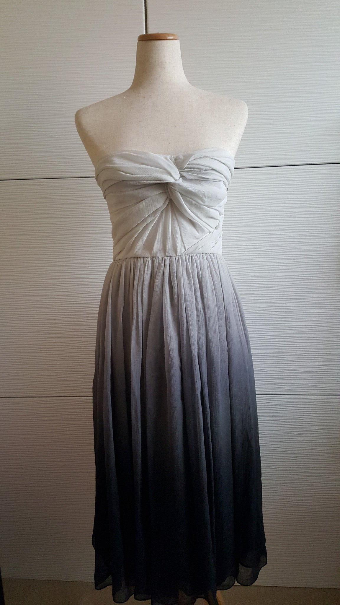 BURBERRY LONDON SILK GRAY OMBRE SLEEVELESS DRESS - SIZE US 6