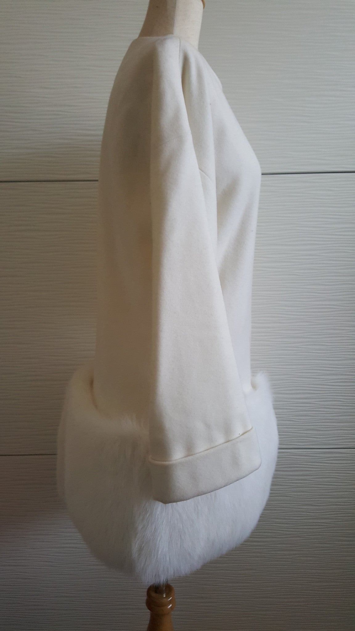 MCH PEARL WHITE WOOL JACKET WITH MINK TRIM - SIZE 6/ SMALL