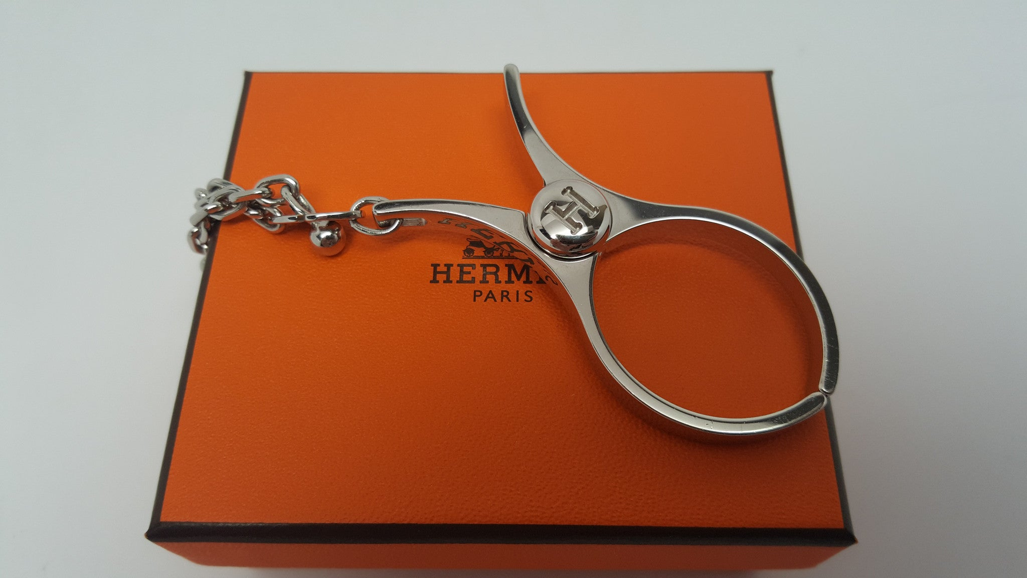 HERMES GLOVE HOLDER CHARM - PALLADIUM HARDWARE