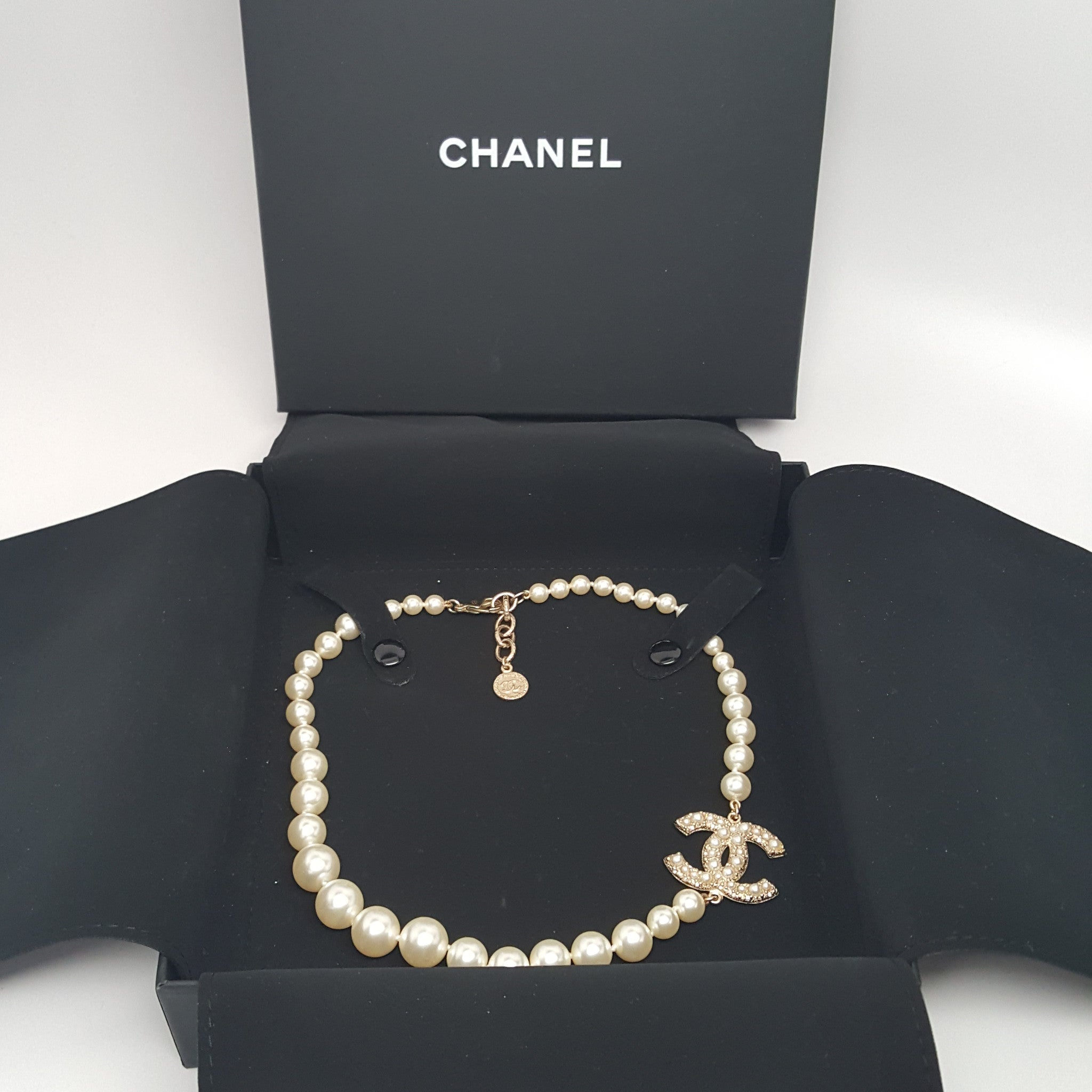 CHANEL PEARL CC NECKLACE