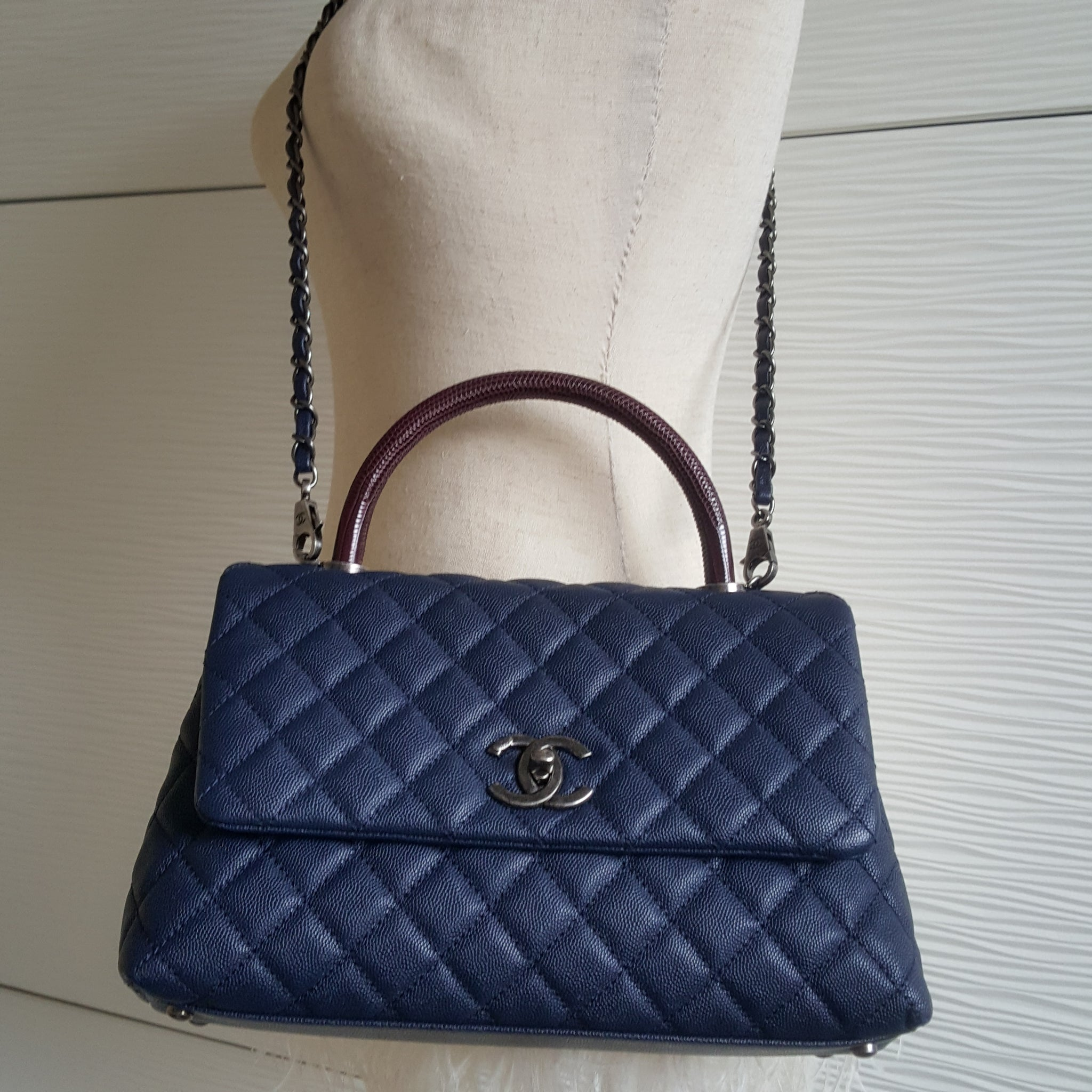 CHANEL NAVY BLUE CAVIAR MEDIUM FLAP BAG WITH TOP HANDLE (LIZARD)