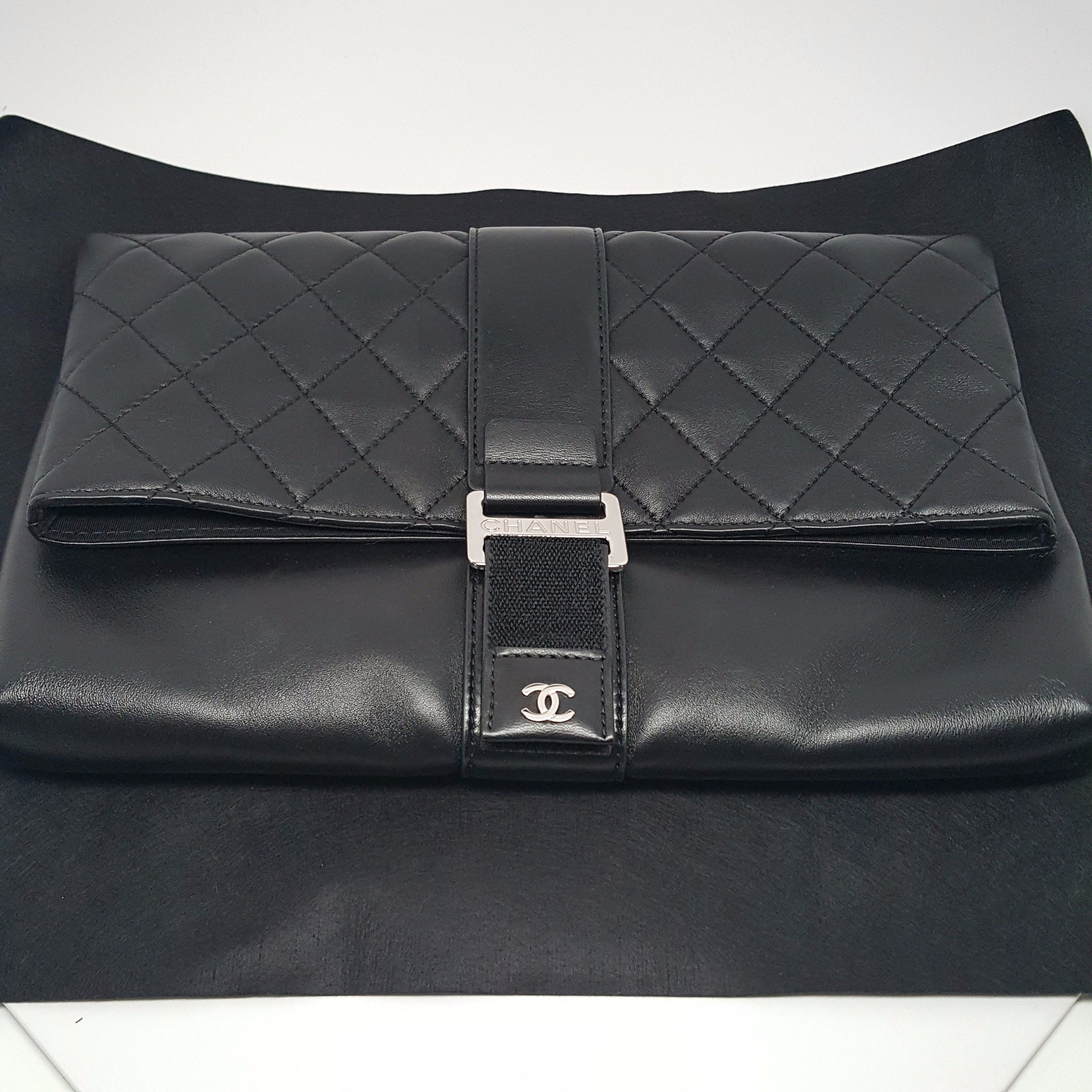 CHANEL CC CLUTCH LAMBSKIN WITH SILVER-TONE METAL - BLACK