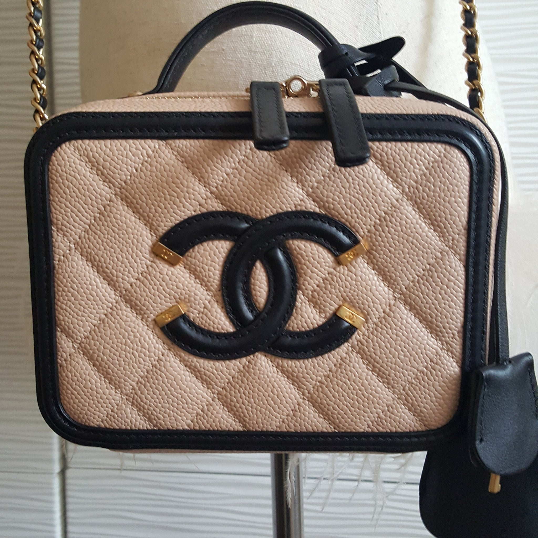 CHANEL CC FILIGREE VANITY CASE BAG IN BEIGE/BLACK