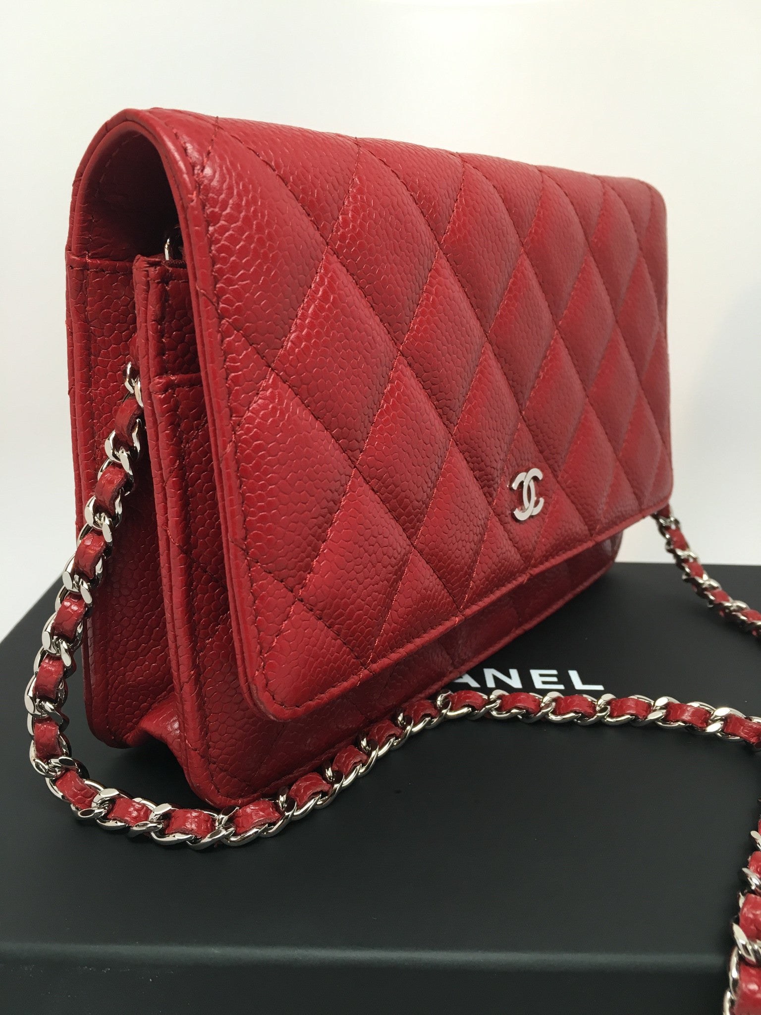 CHANEL CAVIAR WALLET ON CHAIN IN RED