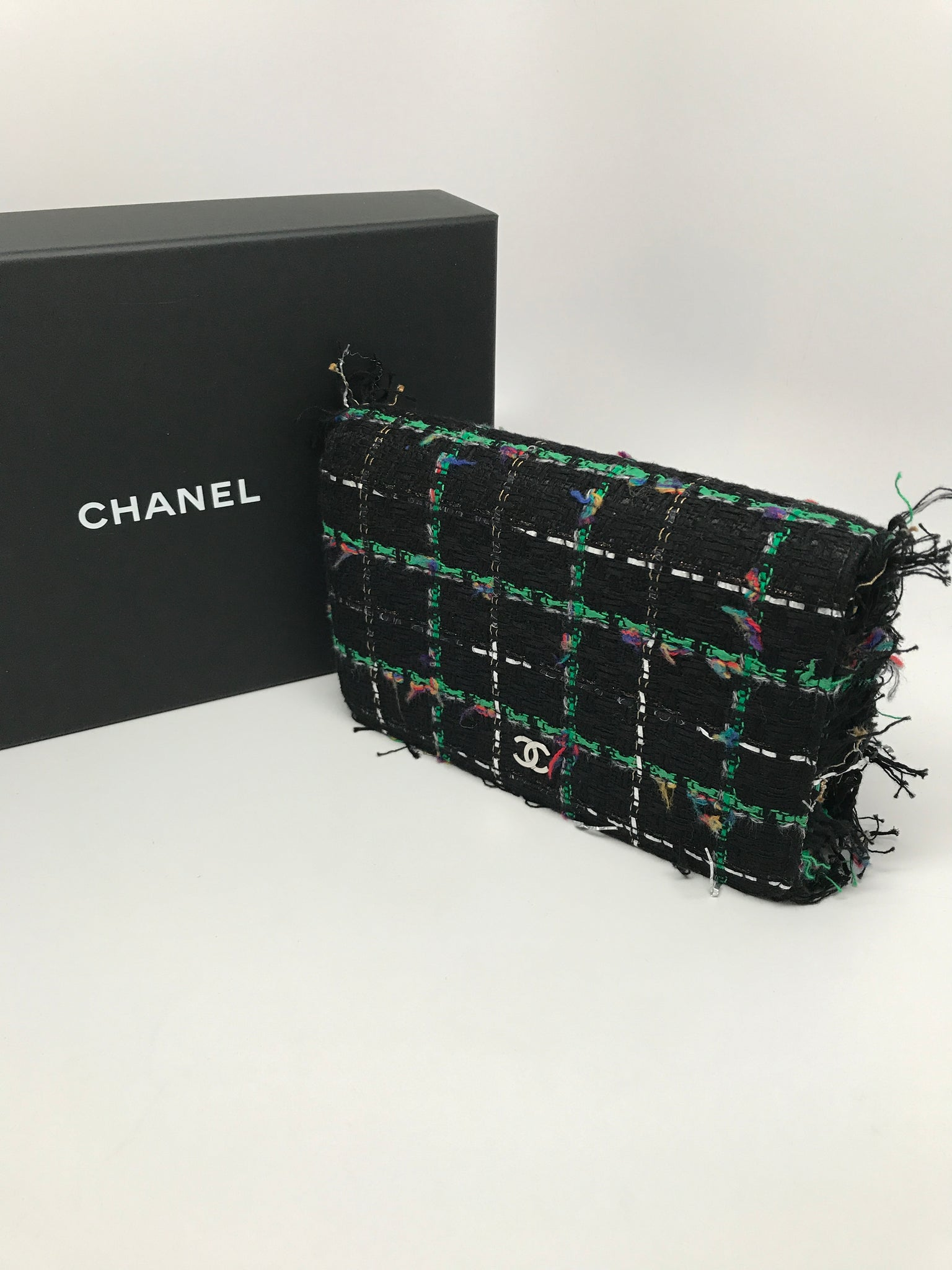 CHANEL TWEED WALLET ON CHAIN IN BLACK/GREEN