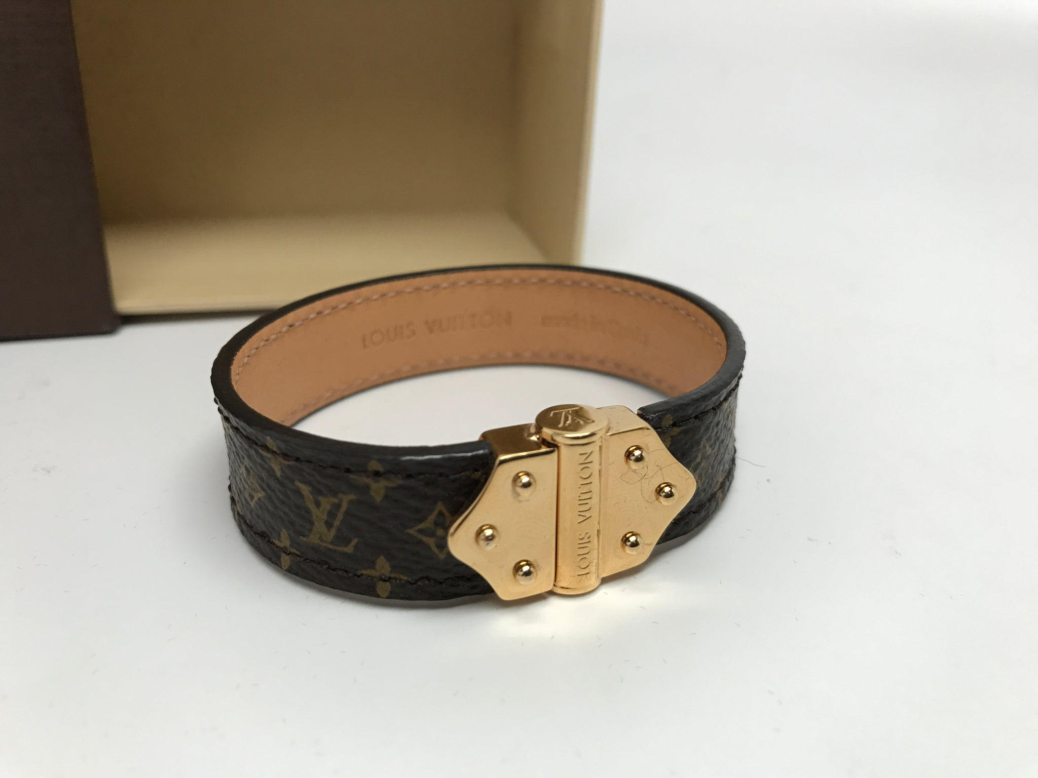 LOUIS VUITTON NANO MONOGRAM BRACELET - SMALL (17)