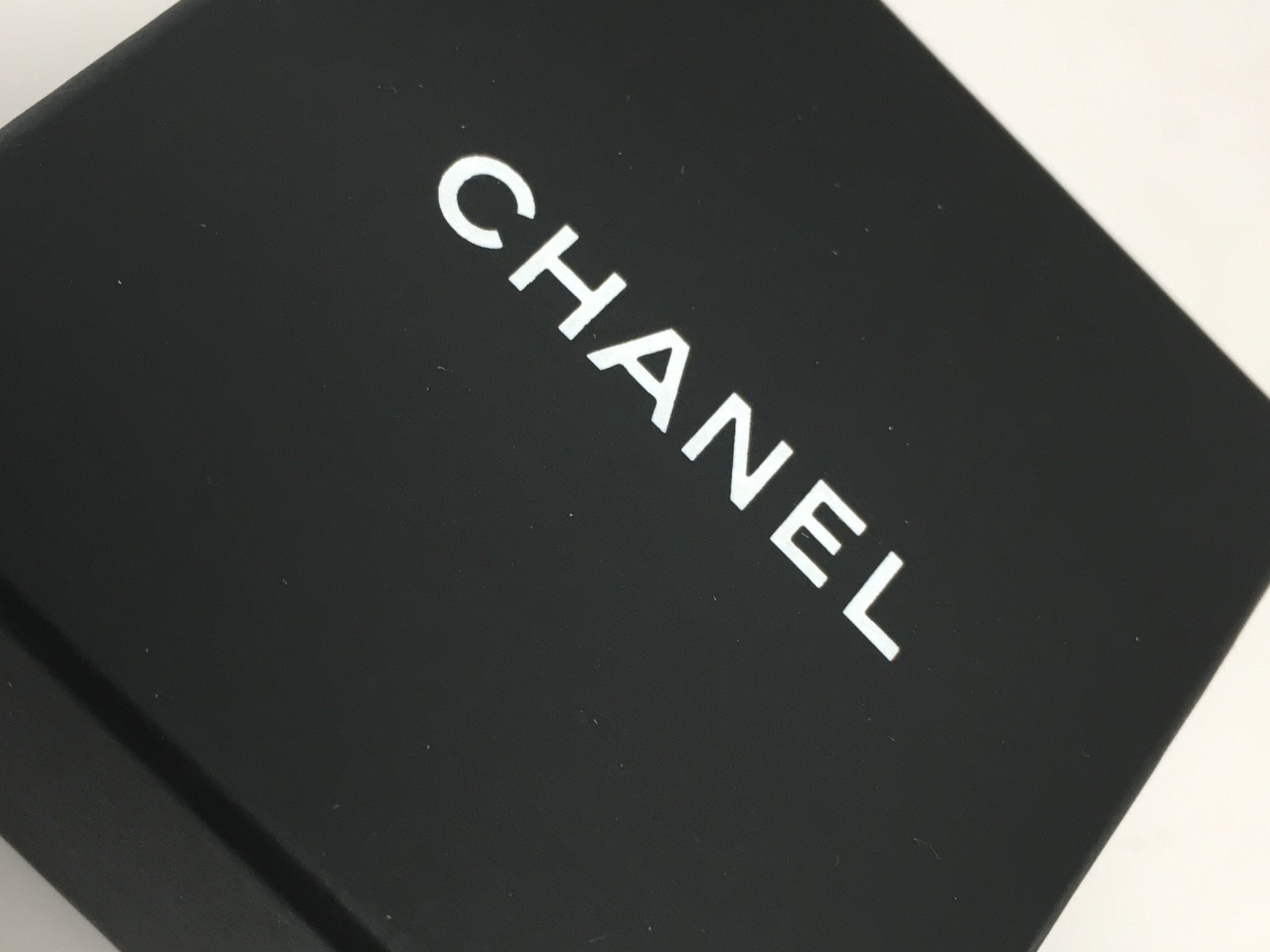 CHANEL CC TIMELESS BLACK/WHITE BROOCH
