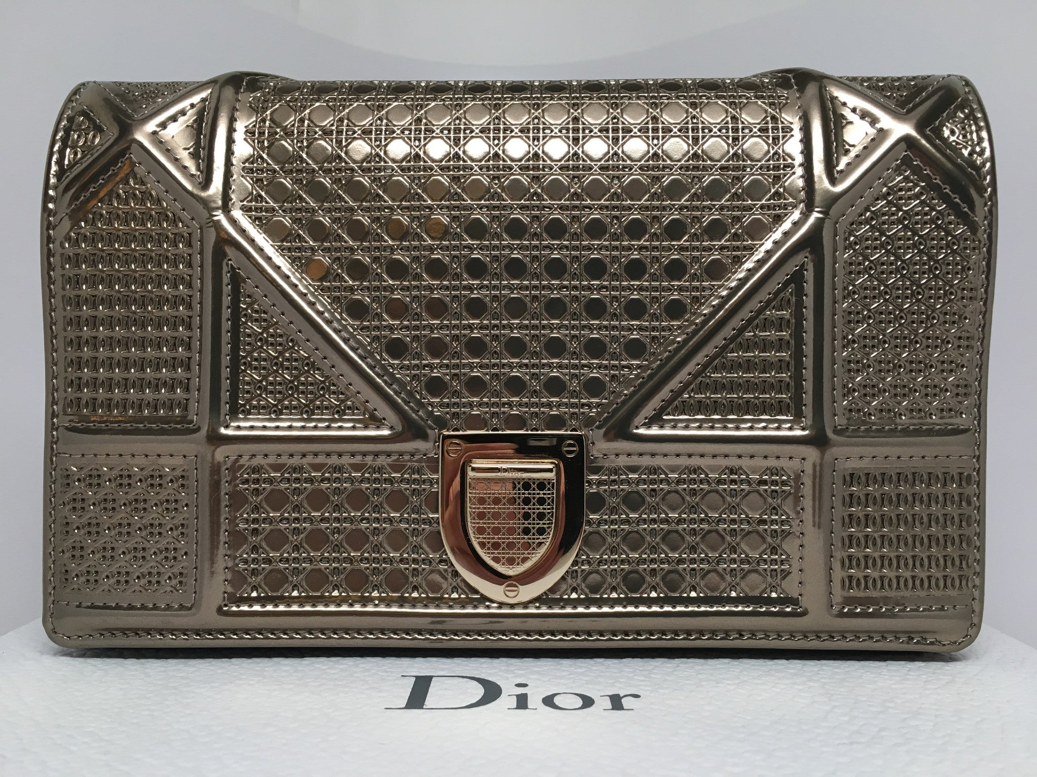 6371dd2915 CHRISTIAN DIOR DIORAMA BAG IN CHAMPAGNE METALLIC CALFSKIN WITH MICRO-C –  Hebster Boutique