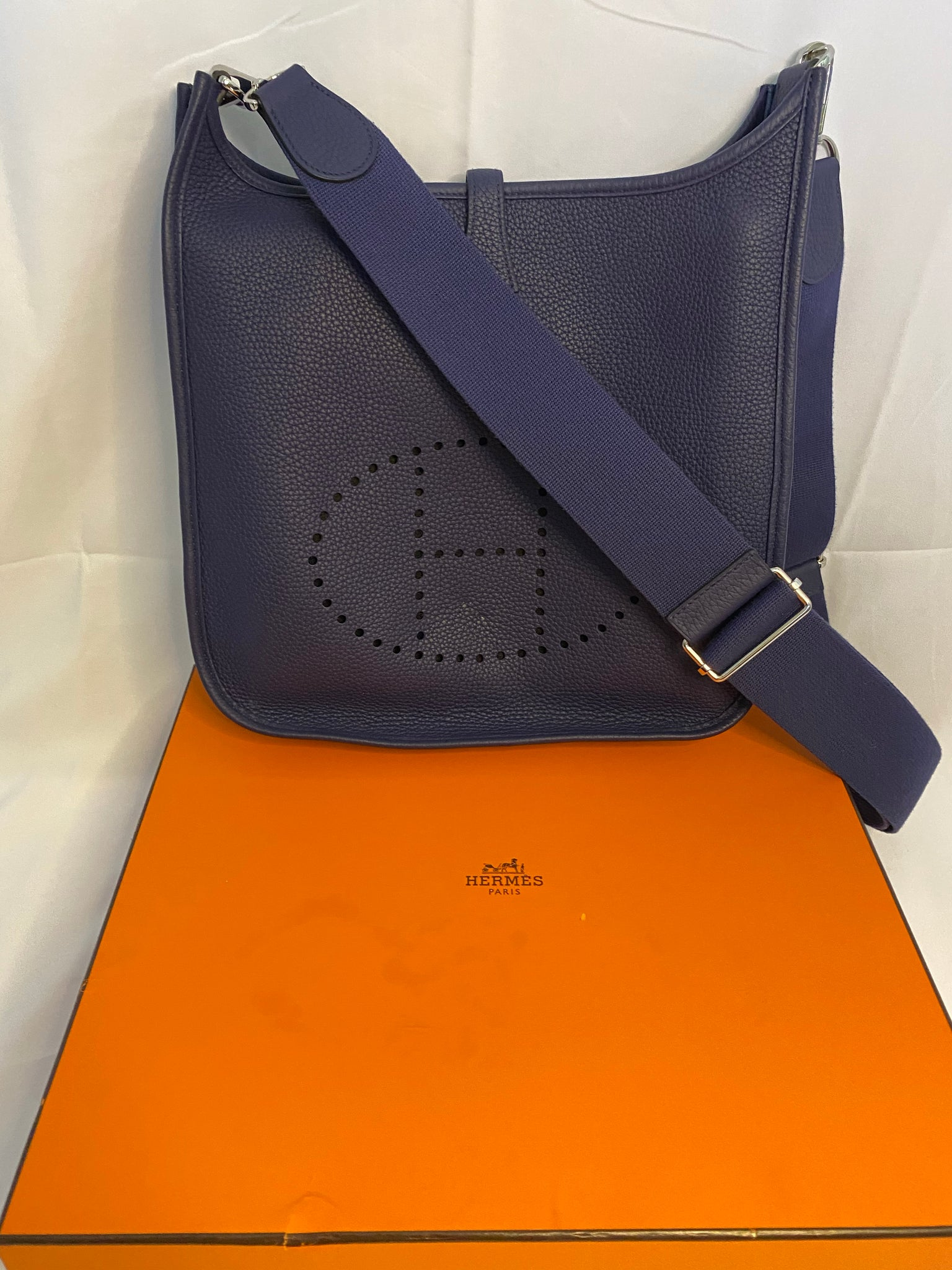HERMES PURPLE EVELYNE III 29 BAG IN CLEMENCE WITH CANVAS STRAP