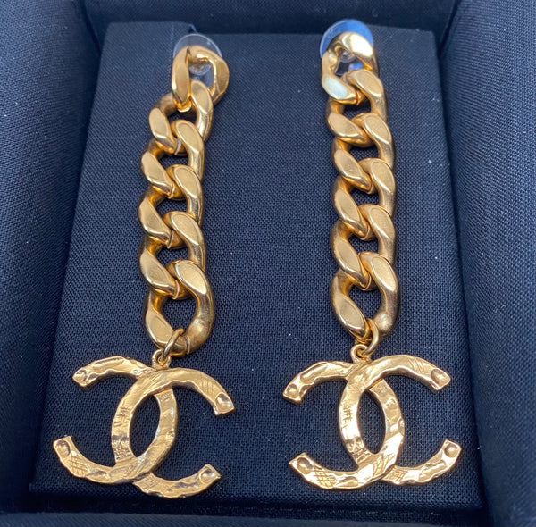CHANEL METAL LARGE CC LOGO LINK-CHAIN DROP EARRINGS