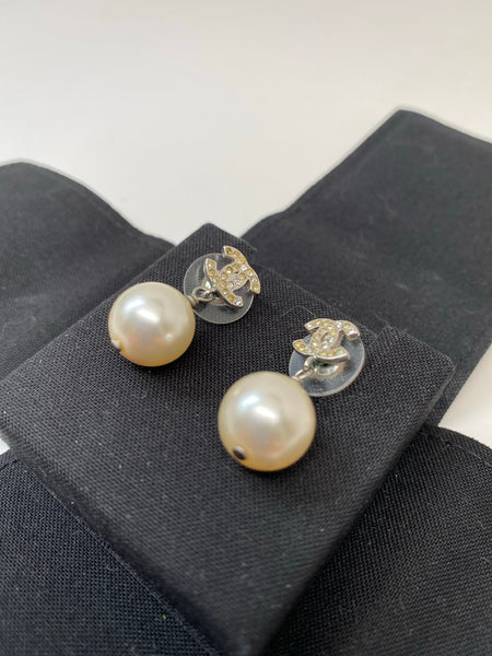 CHANEL CC TIMELESS WHITE PEARL DROP EARRINGS