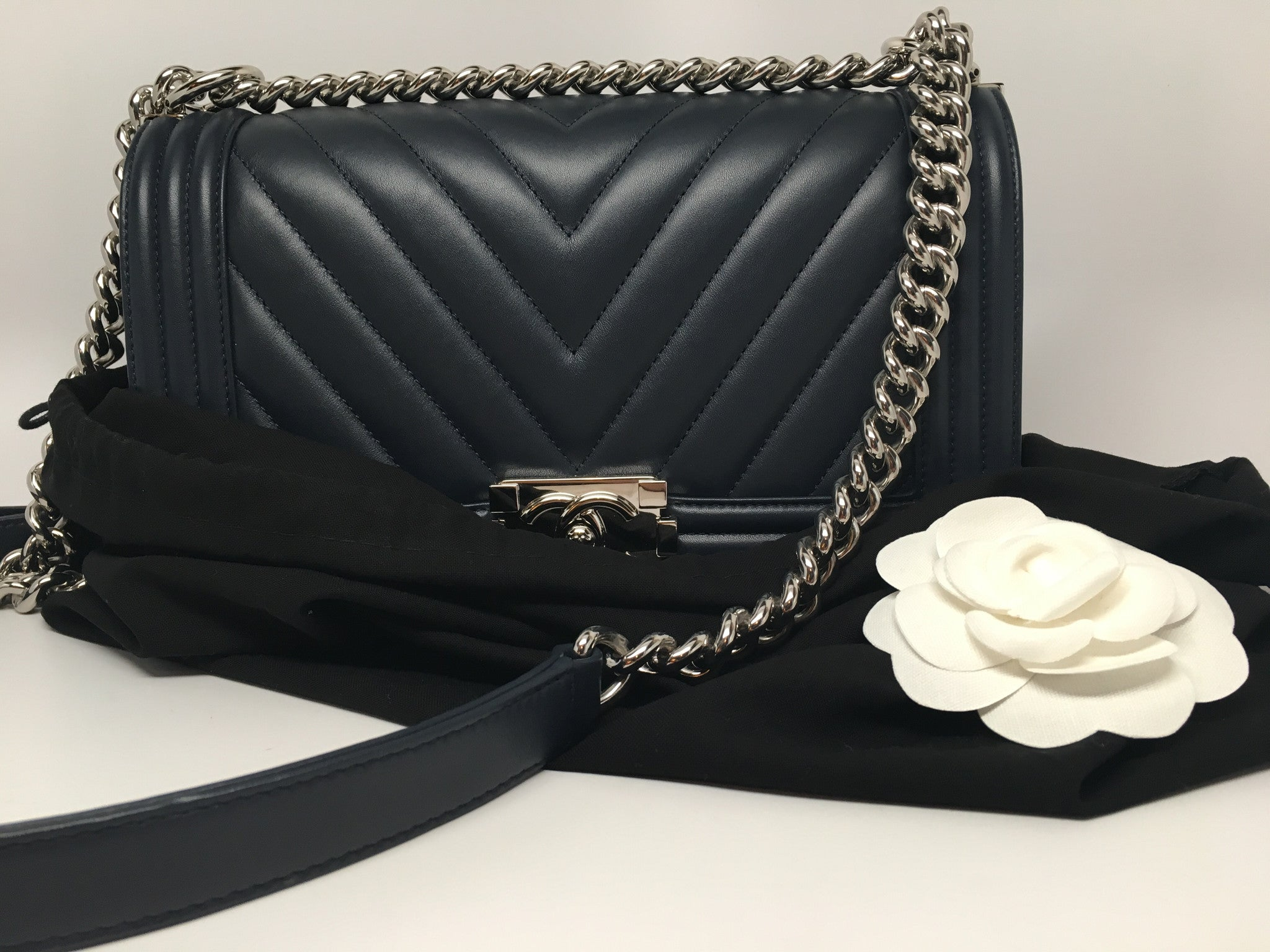 901c30cf7470 CHANEL NAVY CHEVRON QUILTED LAMBSKIN NEW MEDIUM BOY BAG – Hebster ...