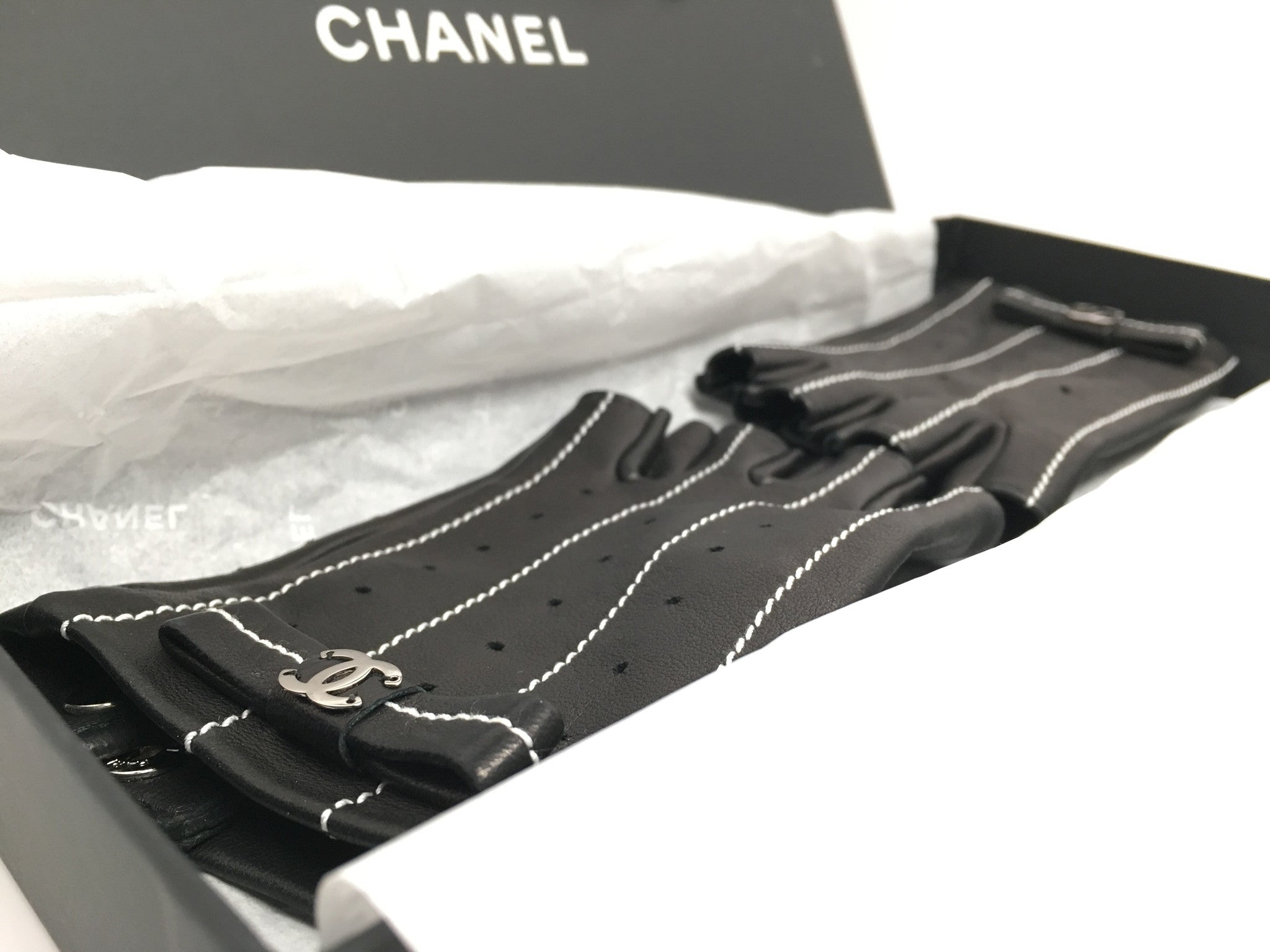 CHANEL BLACK LAMBSKIN LEATHER DRIVING BOW GLOVES - SIZE 7