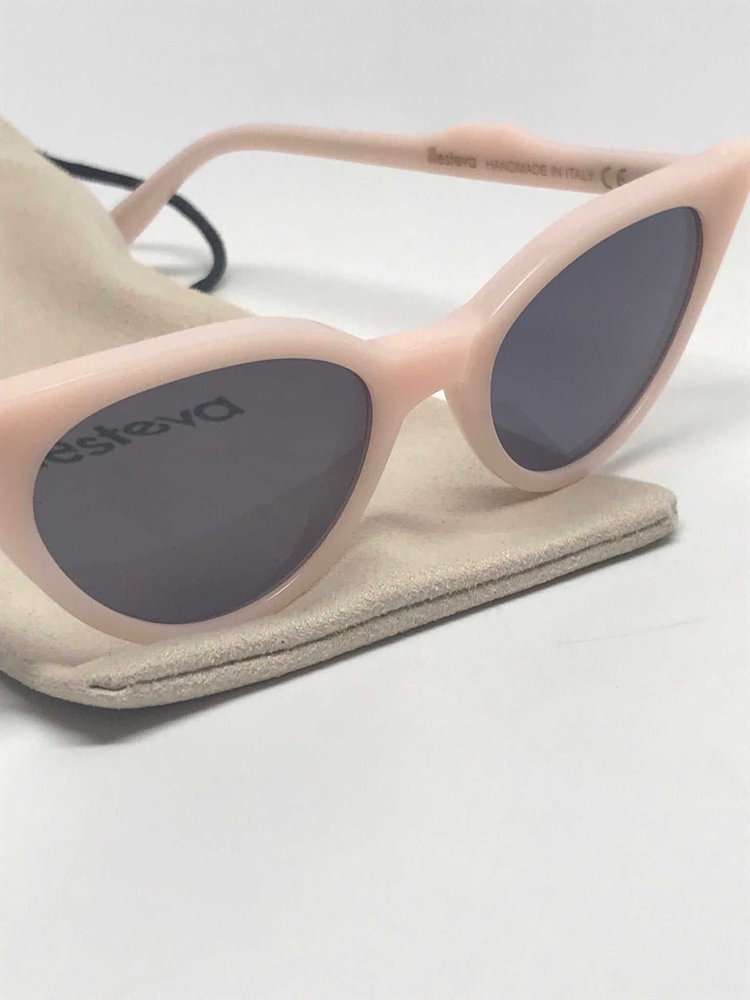 ILLESTEVA ISABELLA SUNNIES IN COTTON CANDY WITH GRAY FLAT LENSES