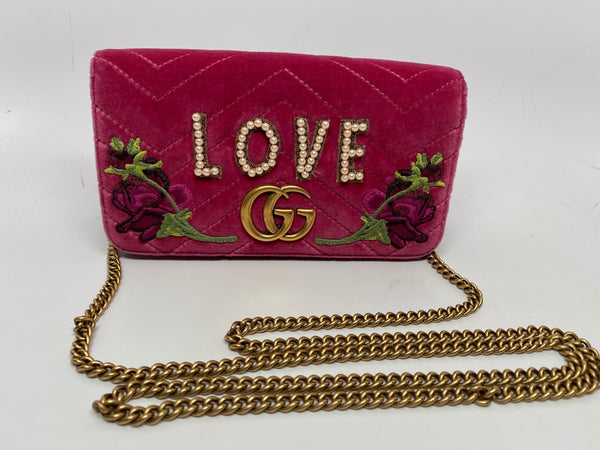 GUCCI GG MARMONT EMBROIDERED MINI SHOULDER BAG IN RASPBERRY PINK