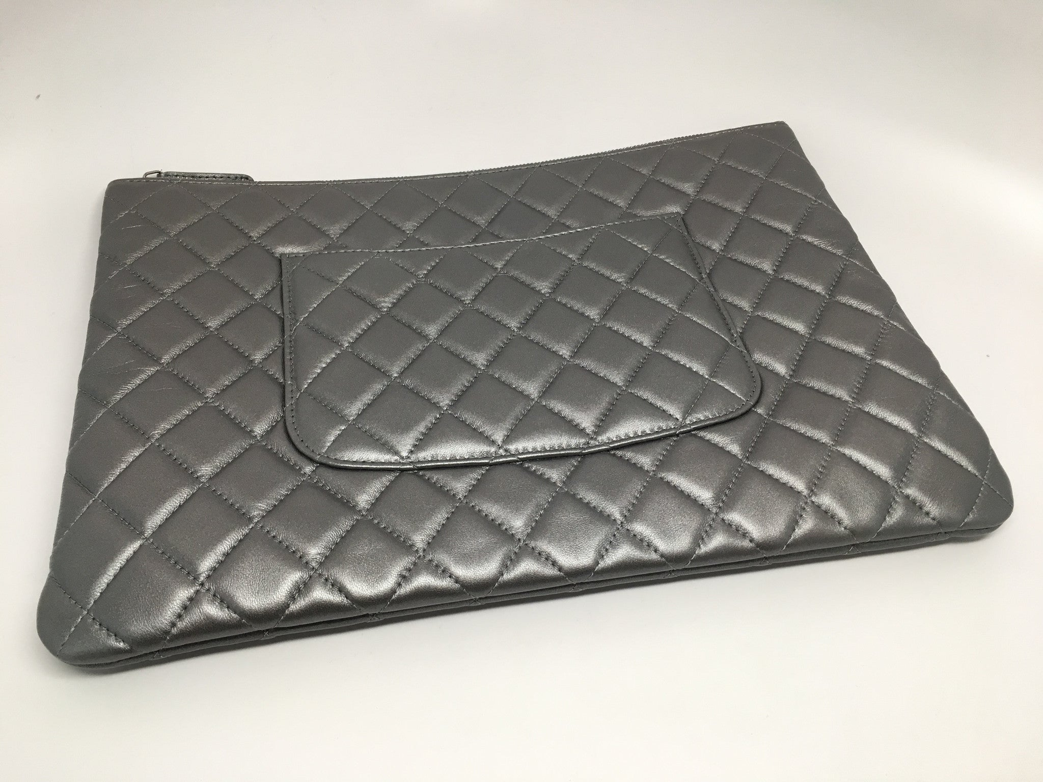 CHANEL SILVER/GRAY QUILTED LARGE O CASE IN LAMBSKIN LEATHER