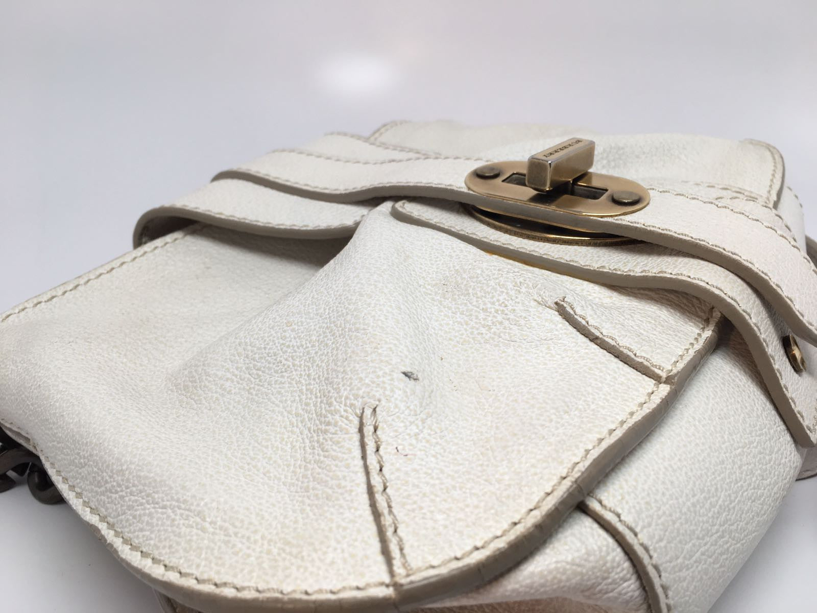BURBERRY WHITE DISTRESSED GRAINED LEATHER CROSSBODY BAG