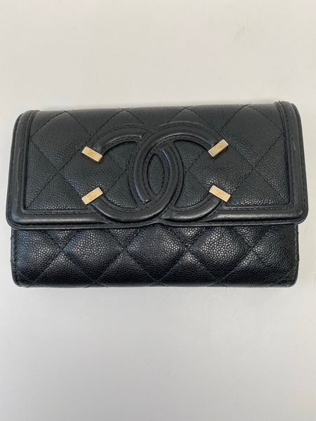 CHANEL CAVIAR QUILTED MEDIUM FILIGREE TRIFOLD WALLET BLACK