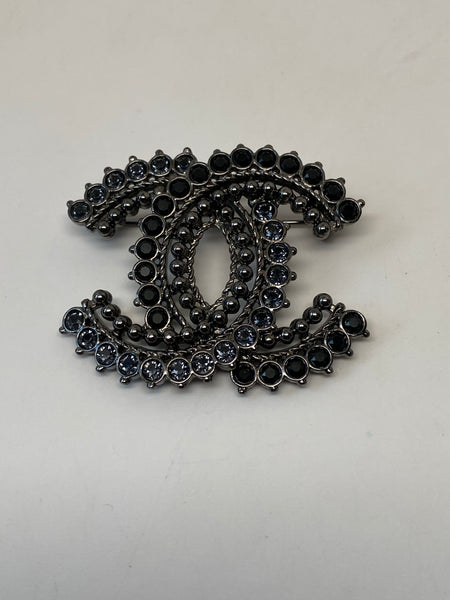 CHANEL BLACK & BLUE GEMSTONE RUTHENIUM CC BROOCH