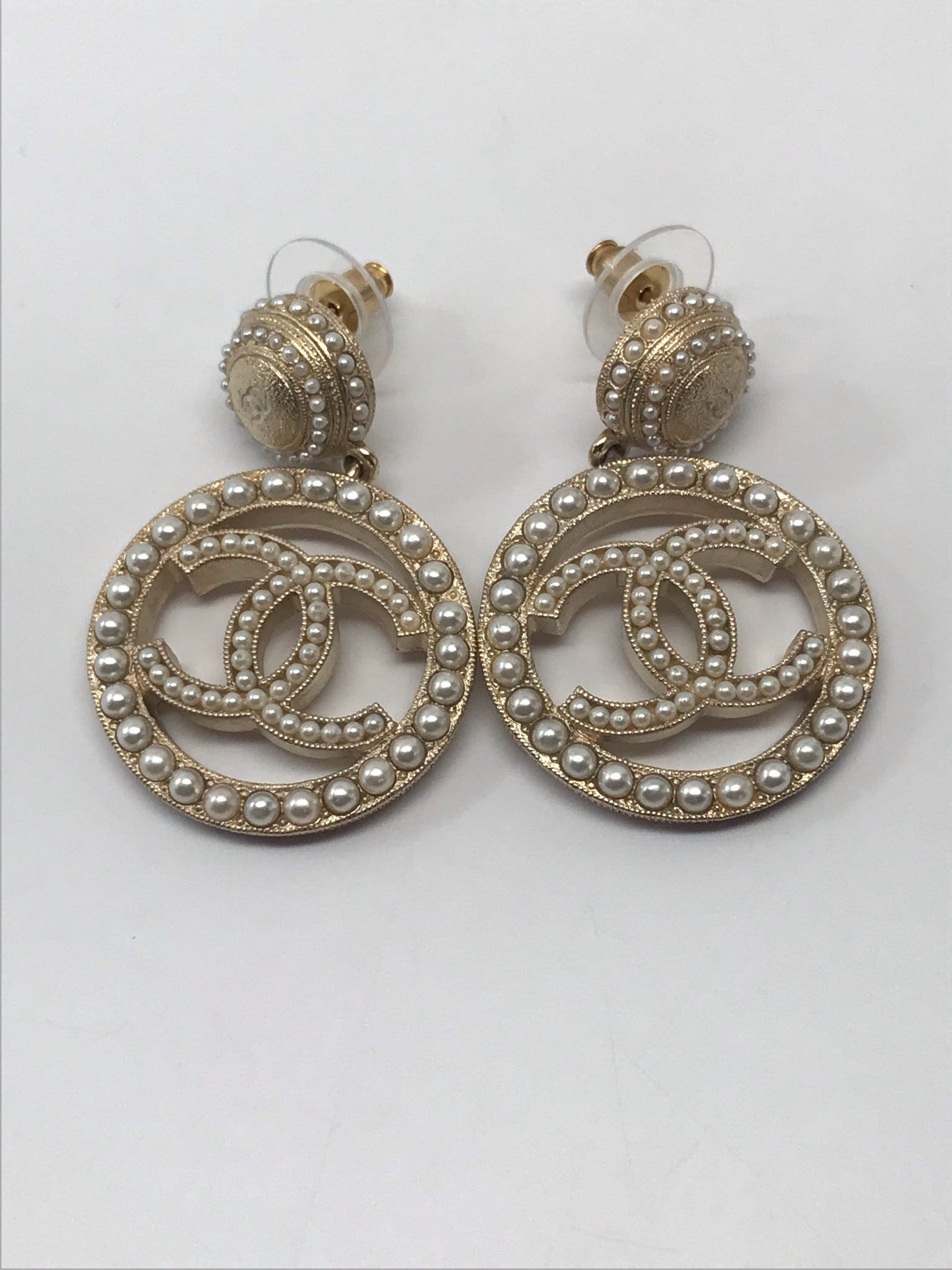 CHANEL CC WHITE PEARLS CIRCLE DROP EARRINGS