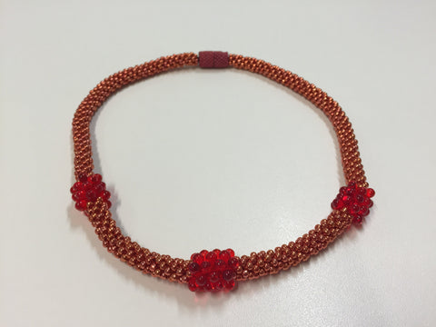Dazzling Rouge necklace with strong magnetic clasp