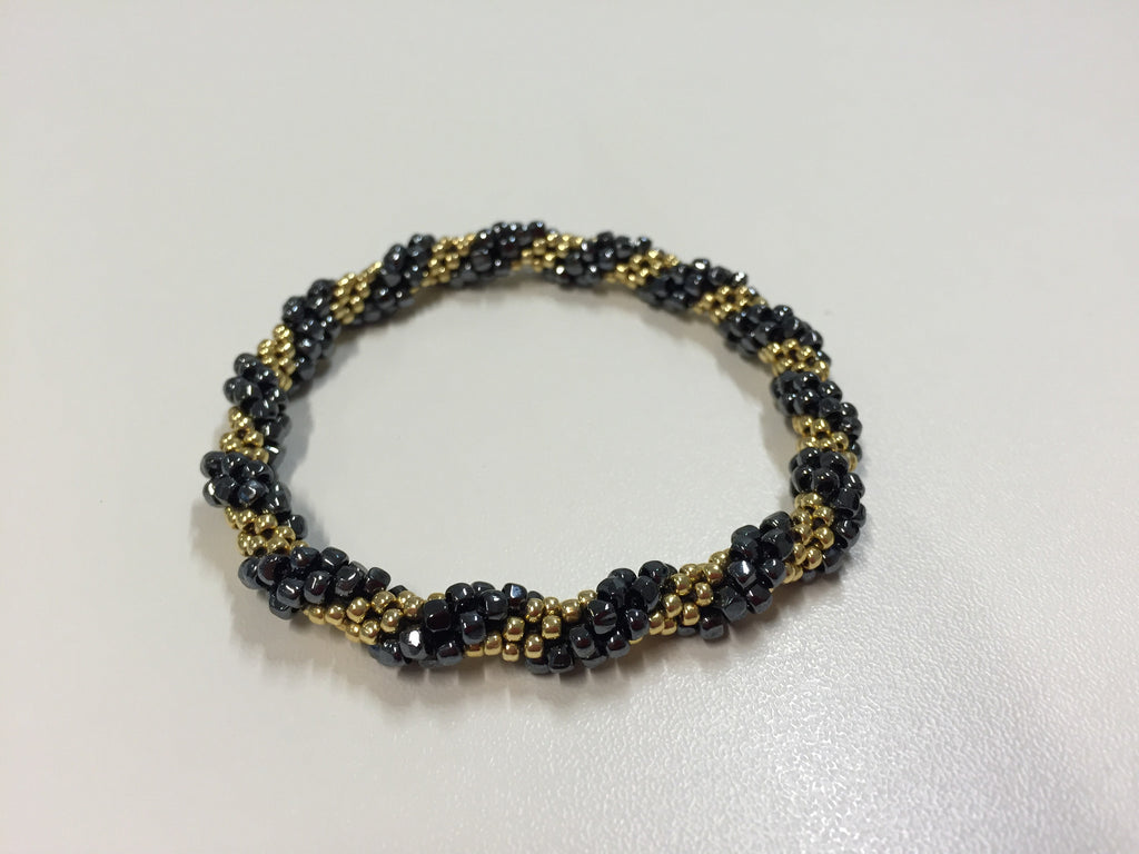 Elegant deep green and gold slim bracelet