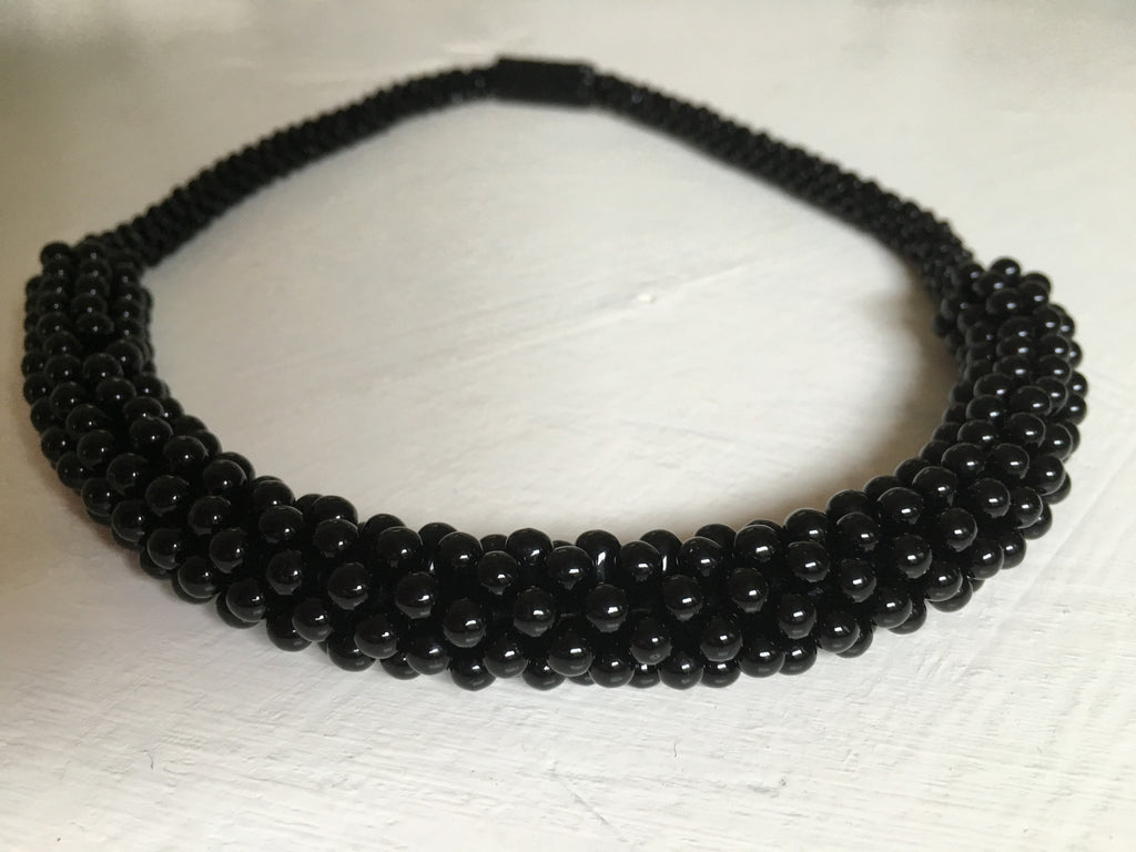 Beautiful hand-crafted necklace - Noir - with strong magnetic clasp