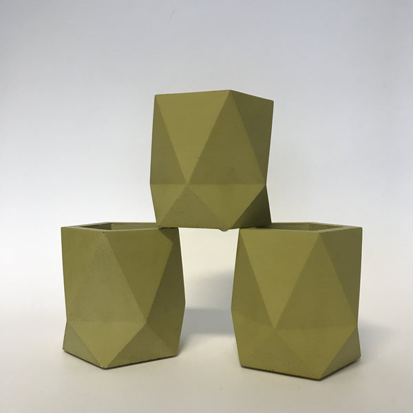 triangulus small in ochre/green