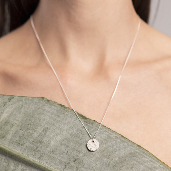 white dot // necklace
