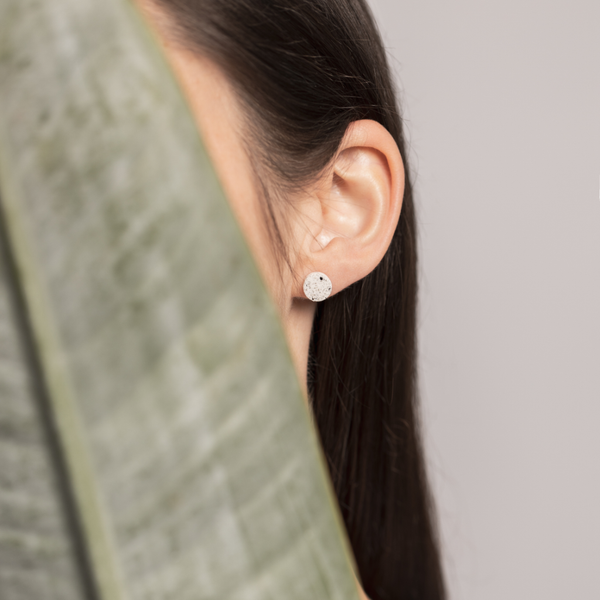 white dot // earring