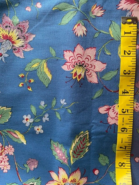 Fabric - Dutch Heritage - Medium Scale Floral Vine on Blue Background