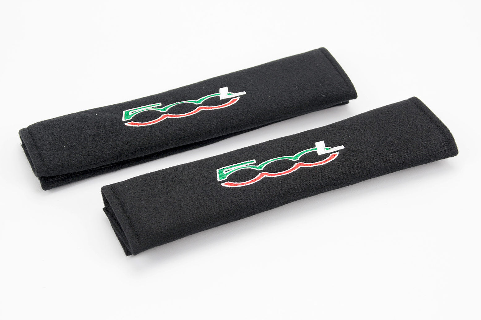 Fiat 500L logo embroidered on padded seat belt covers.