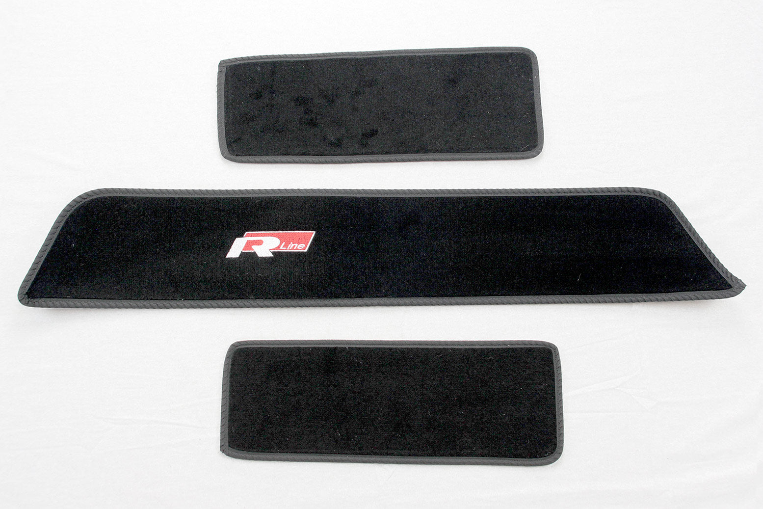T5 side step carpet set with R Line logo