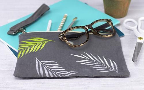 decoart zipper pouch