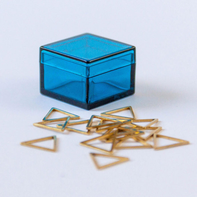 Set of 15 Gold Triangle Stitch Markers in Majestic Blue Storage Box