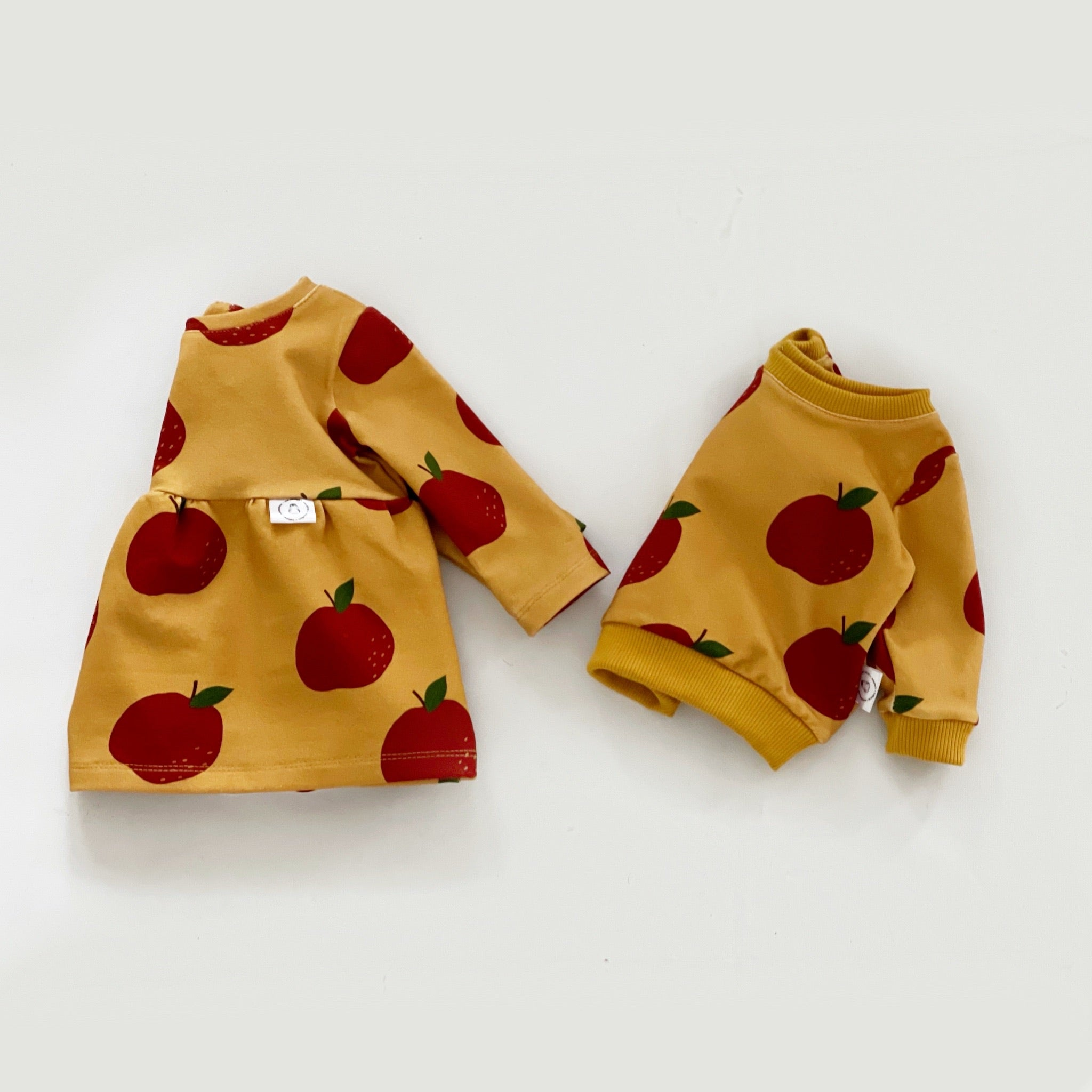 Pullover with Apples