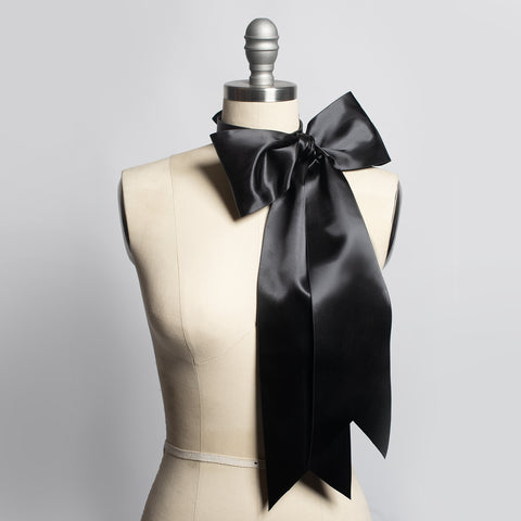 Oversized Bow Choker Collar