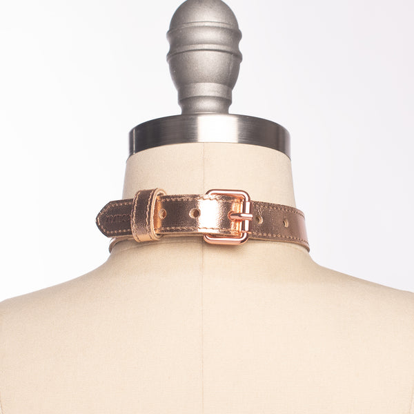 Metallic Oh Choker Collar