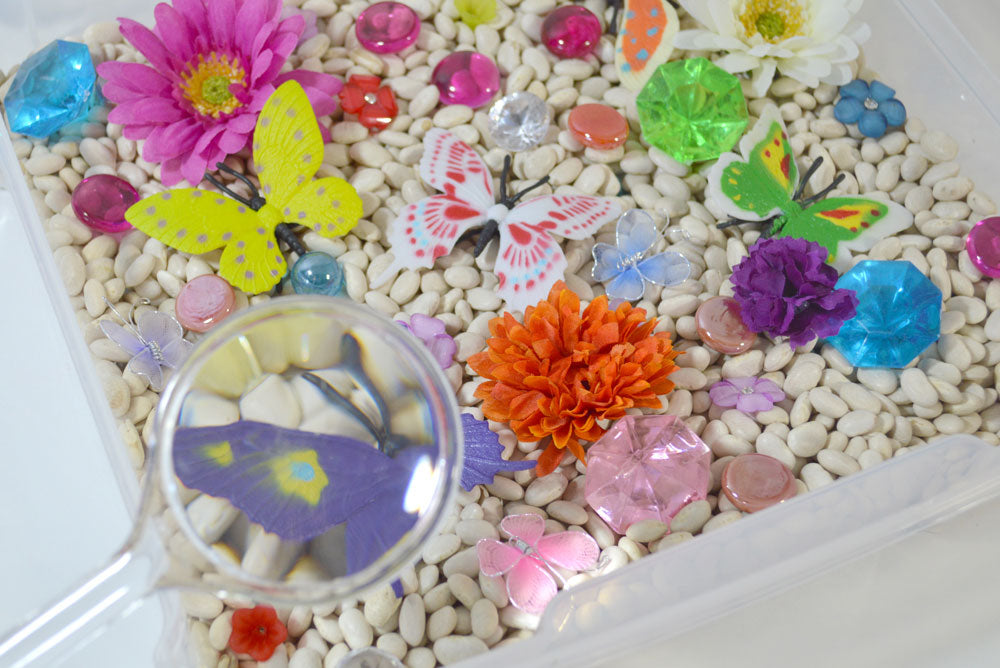 Butterfly and flower sensory bin with white beans - Mommy Scene